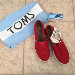 NEW! TOMS Red Canvas Youth Classics 2.0: US4
